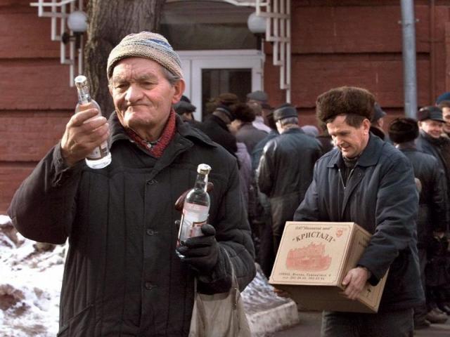 Смертность от водки в России падает
