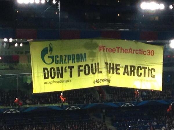 Активисты Greenpeace прервали матч Лиги чемпионов