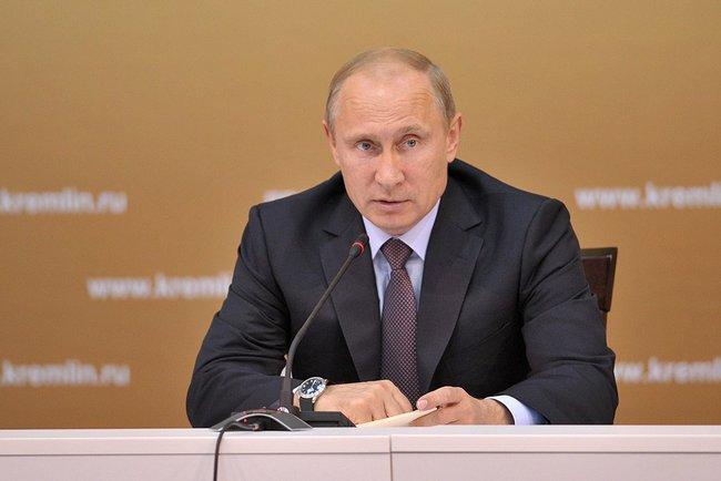 Путин поднял зарплаты высокопоставленным чиновникам