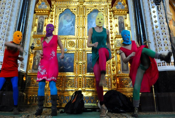20120926-pussyriot-church