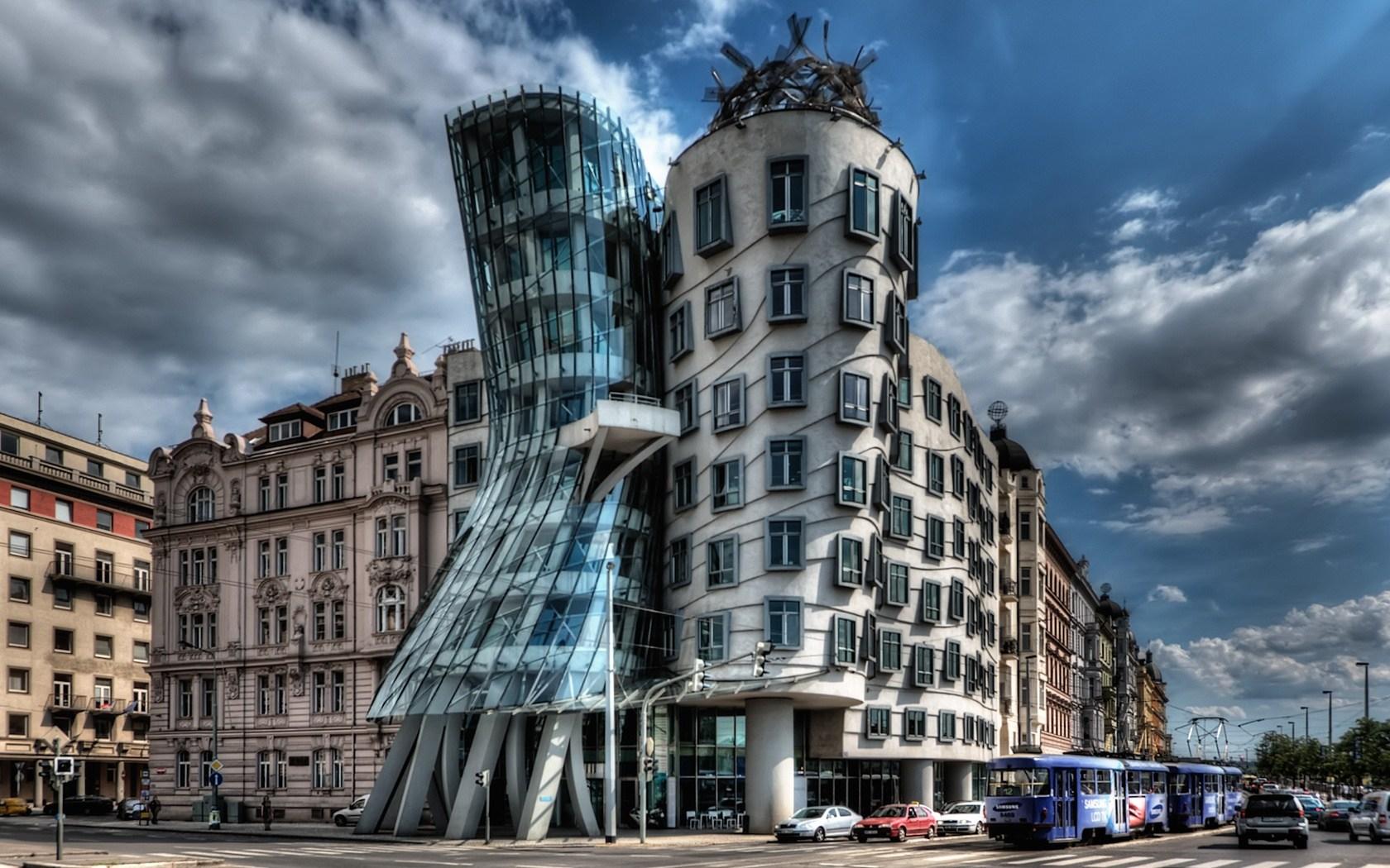 «Танцующий дом» в Праге продан по 4500$ за метр