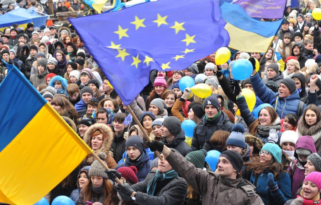 Суд запретил митинги, сцены и громкоговорители в центре Киева