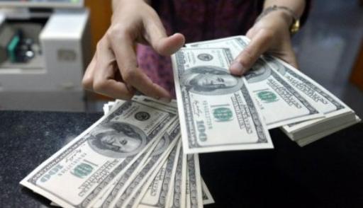 Россияне экстренно скупают валюты, спрос вырос в 3 раза