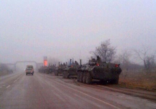 СМИ: ехавшую в Симферополь колонну БТР силовики развернули обратно