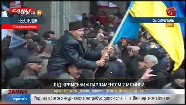 У Рады Крыма толкаются сторонники и противники России, пока не дерутся