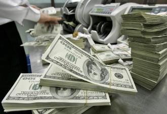 Рубль начал расти после долгого падения, доллар упал на 50 копеек