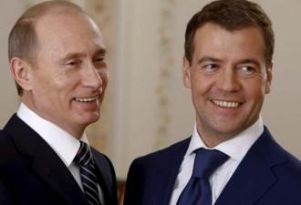 Путин зашел в клетку к леопарду, Медведев покормил бактерий