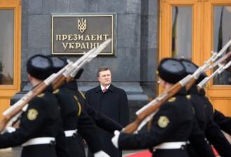 Янукович поднял жалование армии, Кличко боится гражданской войны