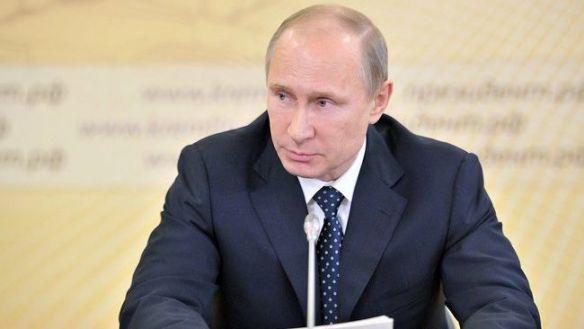Путин: Россия не имеет отношения к вооруженным людям в Крыму