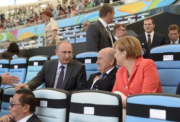 «Danke, Frau Ribbentrop». Украинцы заспамили страницу Меркель в Facebook из-за встречи с Путиным