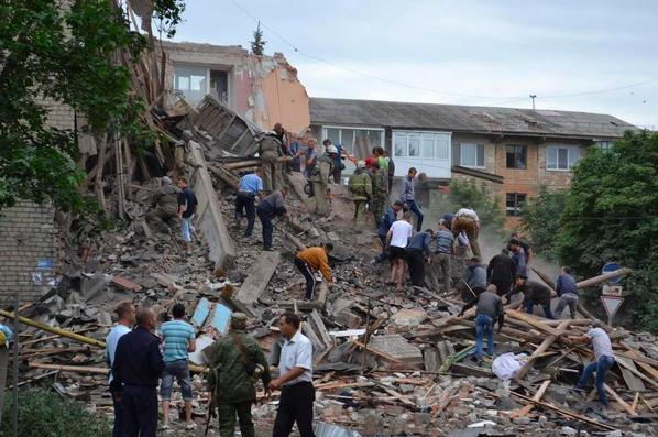 Авиаудар по Снежному Донецкой области: разрушен жилой дом, силовики винят Россию