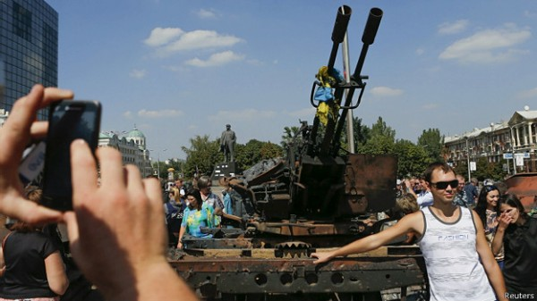 140824204310_ukraine_army_display_donetsk_624x351_reuters