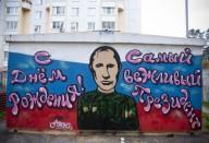 Культ дня рождения. Как в России поздравили Путина