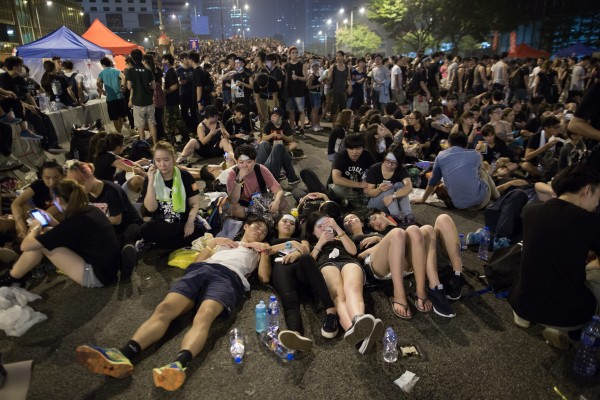 Hong Kong sees third day of massive civil resistance pro-democracy movement Occupy Central