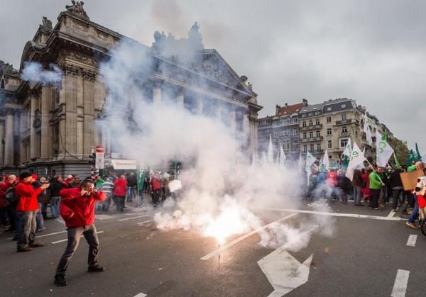 Беспорядки в Брюсселе: 100 тысяч человек вышли против социальных реформ правительства (ВИДЕО)