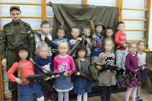 «День ополченца» в детском саду Петербурга: что произошло на самом деле