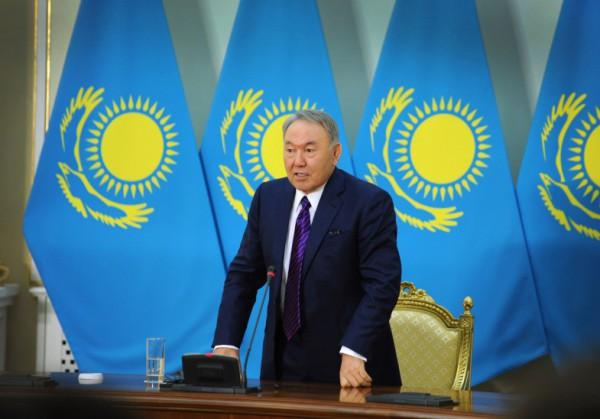 «Деда, мы с тобой». Как Назарбаев и Казахстан празднует его 97,7% на выборах президента