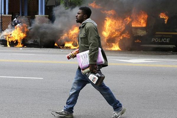 Массовые беспорядки в Балтиморе: погромы, пожары и столкновения с полицией