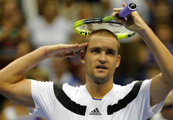Видео: теннисист Южный избил себя ракеткой по голове