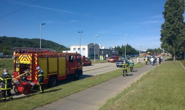На завод во Франции напали с флагом ИГИЛ: взрыв газа и обезглавленное тело