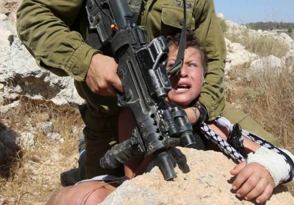 Соцсести и СМИ сделали вирусным видео ареста палестинского мальчика израильским военным