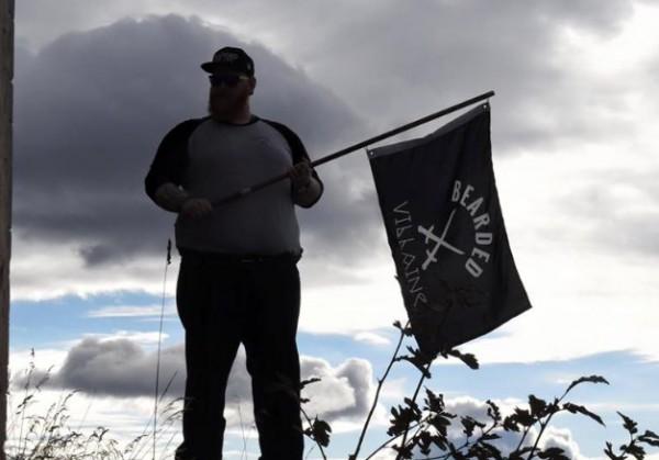 Шведских бородачей-хипстеров с черным флагом приняли за террористов