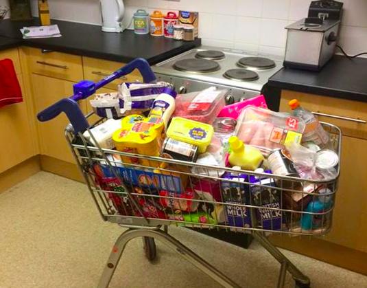 Введение платы за пакеты в супермаркетах вынудило британцев воровать тележки