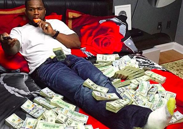 Объявив о банкротстве, 50 Сent публикует фото с пачками денег