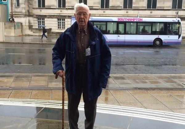 Радиостанция BBC спасла пожилого мужчину от грусти