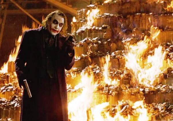 «Вы бы принесли бензин?» Как блогеры обсуждают поджог ФСБ Павленским