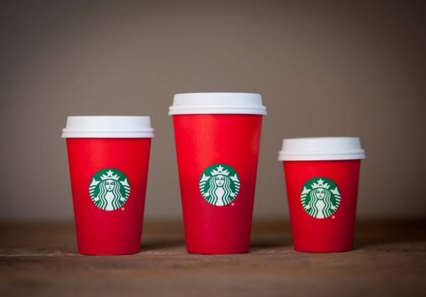 Оскорбление красным стаканчиком. На Западе Starbucks обвинили в ненависти к Рождеству