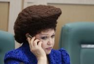 «Если так лачить, останешься без волос». Что на голове у сенатора Петренко
