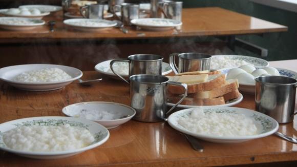 В Самаре в школьной столовой бедных отсадили от богатых