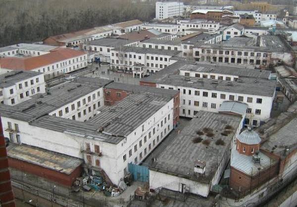 В Екатеринбургской колонии заключенных били и шантажировали видео с пытками