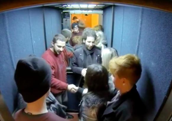 как можно познакомится в лифте