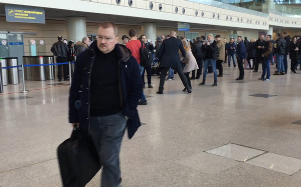В погоне за Чайкой: как активисты пытались поговорить с сыном генпрокурора в аэропорту