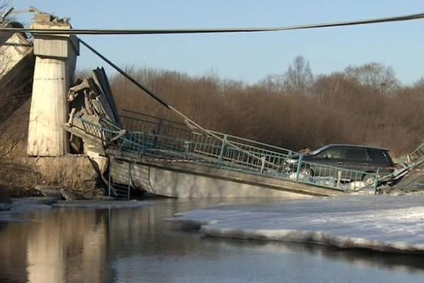«Обама лох». Как упавший в Приморье мост стал главной новостью выходных