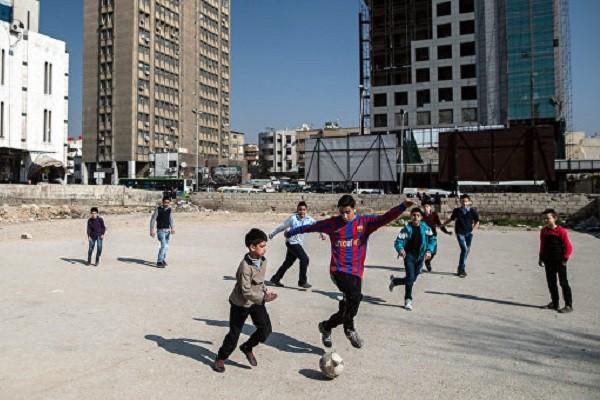 «Мирная жизнь возвращается в сирийские города». Одна методичка на всех