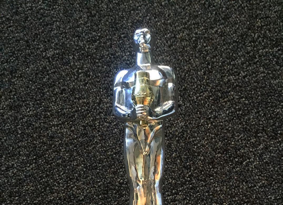 Леонардо Ди Каприо получил «народный» Оскар из Якутии и выложил его фото в инстаграме