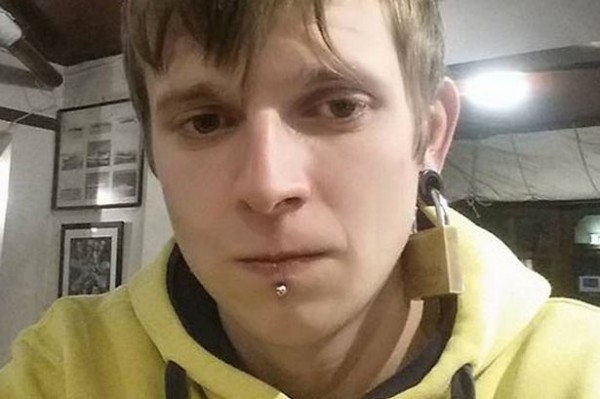Guy-Goes-Viral-After-He-Has-His-Ear-Padlocked