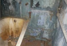 «Вместо унитаза дыра». Заполярных военнослужащих поселили в заброшенные квартиры