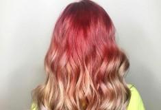 «Розовое золото». Как девушки со всего мира красят волосы в цвет айфона
