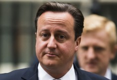 «Больше не нужен». Дэвида Кэмерона продали на eBay, приписав обидный комментарий