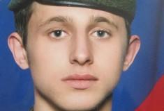 «Наверное, я дебил». Отец обвинил армию в попытке выдать гибель сына от дедовщины за суицид