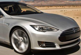 Автопилот Tesla ушёл от столкновения и спас жизнь водителю