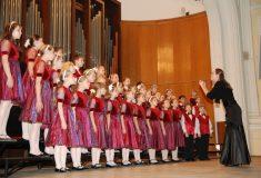 В Тюменской области детский хор спел под фонограмму на городском празднике