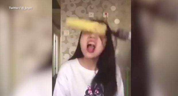 девушка которая ела волосы