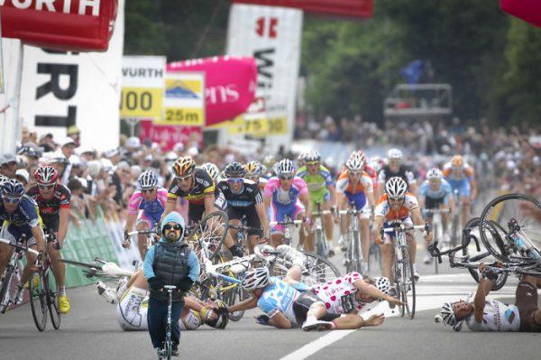 terrible_chute_en_suisse_qui_jete_a_terre_les_seigneurs_du_sprint_juin-2-576bc620918d0__700