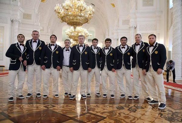 Василий Уткин сравнил парадную форму русских олимпийцев симиджем Бубы Касторского