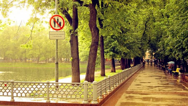 «К друзьям на окраины стараюсь ездить нечасто». Молодые москвичи из центра о себе и людях из спальных районов